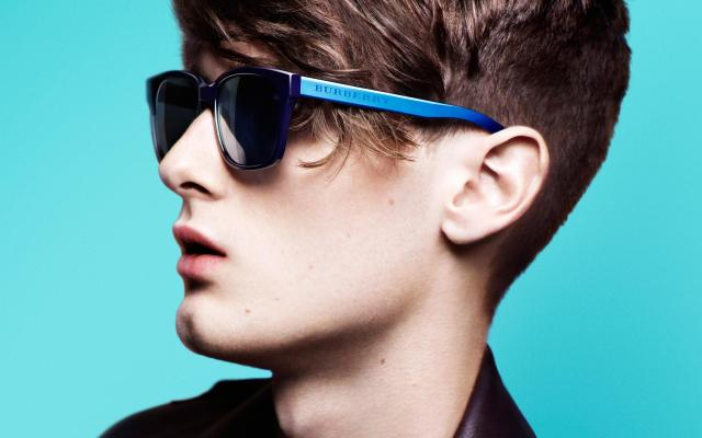 The-Burberry-Spark-Sunglasses-Campaign-04